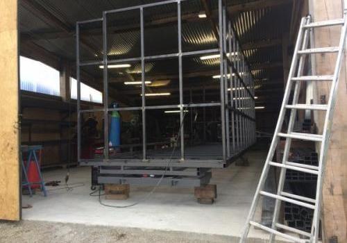 Montage de la structure remorque magasin