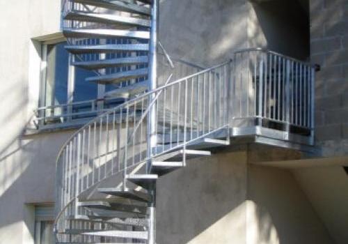 Escalier en colimaçon double étage galvanisé